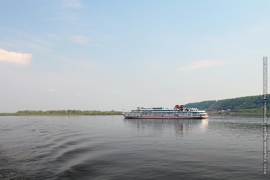 12 мая 2013 года 14:54. На подходе к Нижнему Новгороду встретили теплоход «Семен Буденный»
