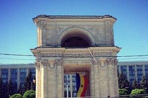 В сердце Кишинёва был украден государственный флаг