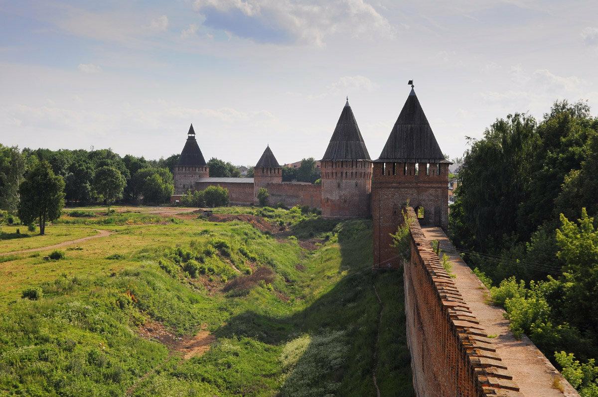 Картинки по запросу Смоленский и Московский Кремль (просто мысли в слух)