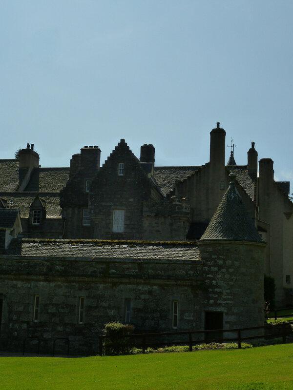 Замок Драм (без знаменитой башни, увы)