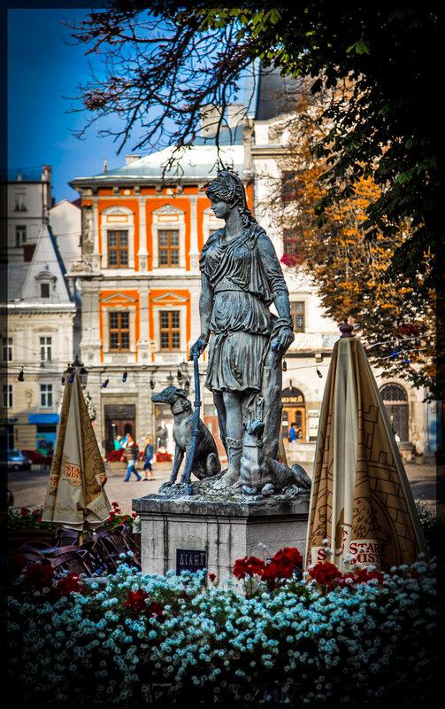 Скульптура богини Дианы, площадь Рынок