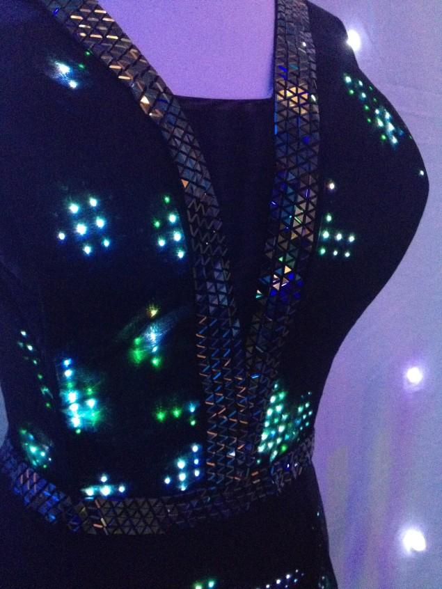Цифровая мода /`Digital fashion` от компании CuteCircuit. Дизайнеры Райан Генц / Ryan Genz и Франческа Розелла / Francesca Rosella
