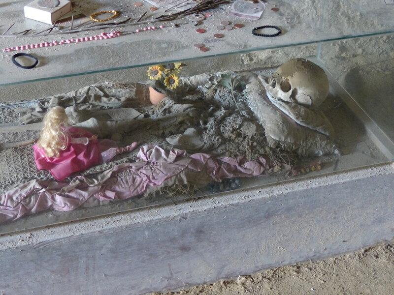 Кладбище Фонтанелле (Cimitero delle Fontanelle)