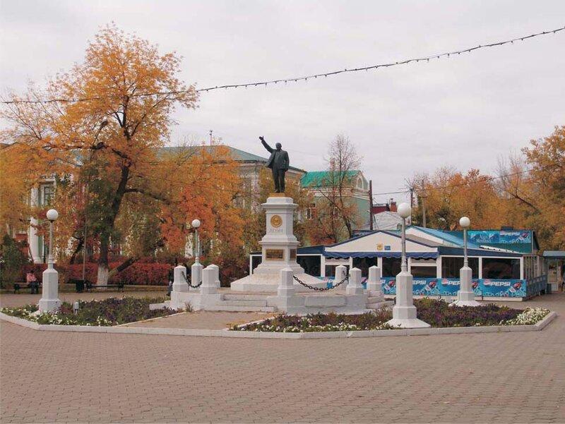 Памятник Ленину в Оренбурге. Скульптор Василий Васильевич Козлов.
