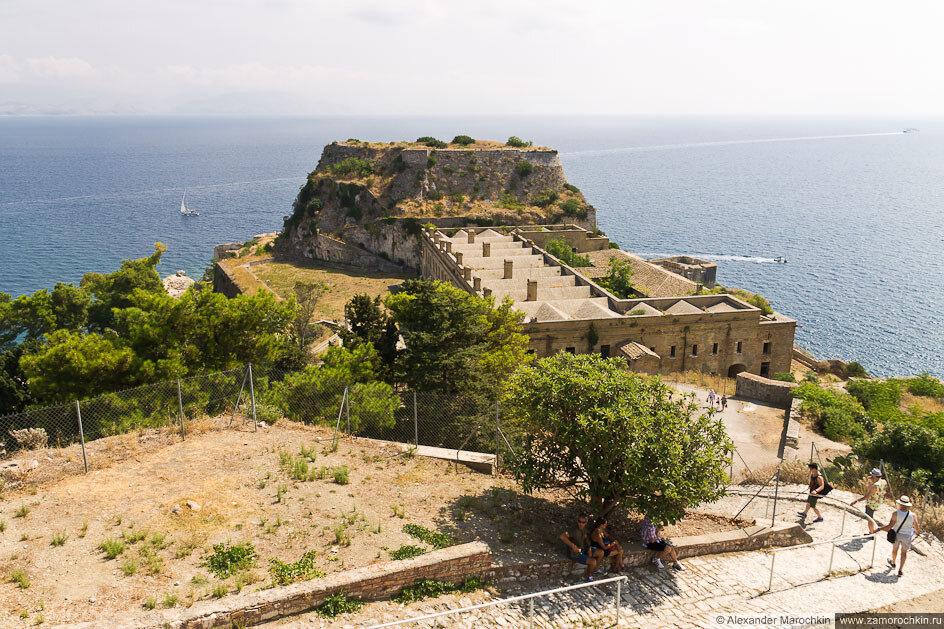 Вид на восточную сторону Старой Крепости Керкиры (о. Корфу, Греция)