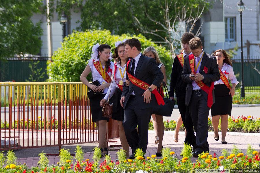 Выпускники в парке. Последний звонок в Саранске