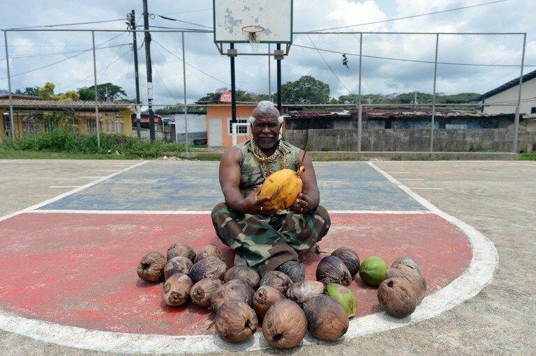 Чистильщик кокосов на пол-ставки