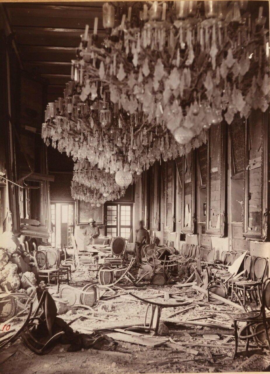 Разрушения во дворце