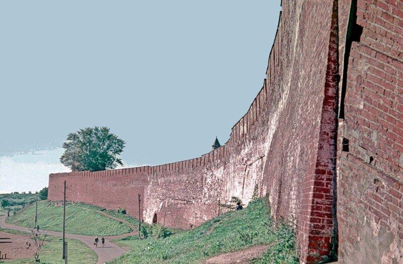 Стена Новгородского Кремля, обращенная к Волхову.