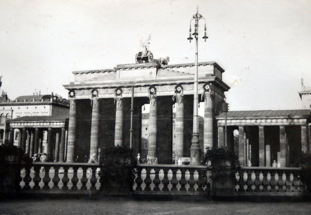 Берлин, Бранденбургские ворота. Май 1933