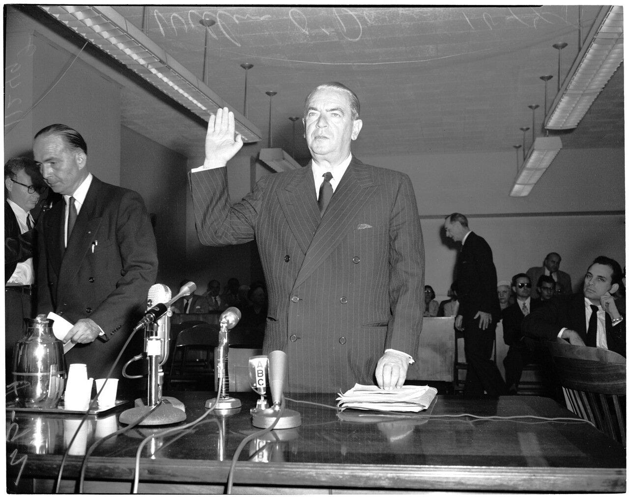 1954.14 октября. Комиссия по расследованию антиамериканской деятельности. Дает показания Уильям О'Двайер