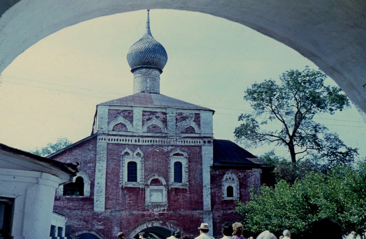 8.  Надвратная церковь