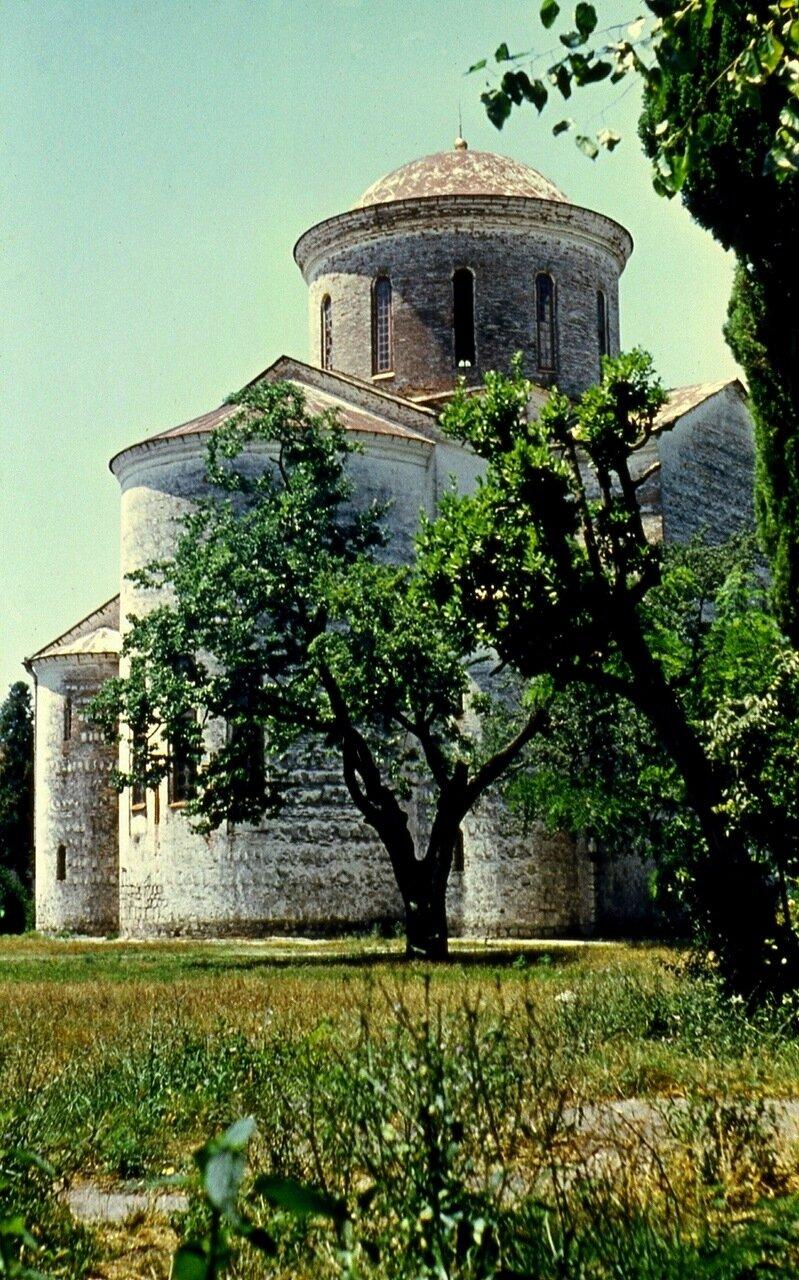 48.  Старинный храм