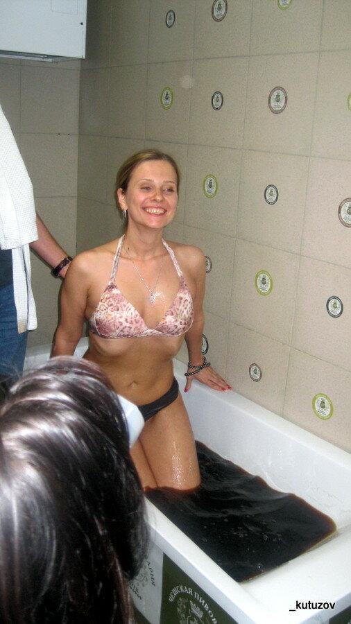 Девушка купаетсяв ванной фото 338-851