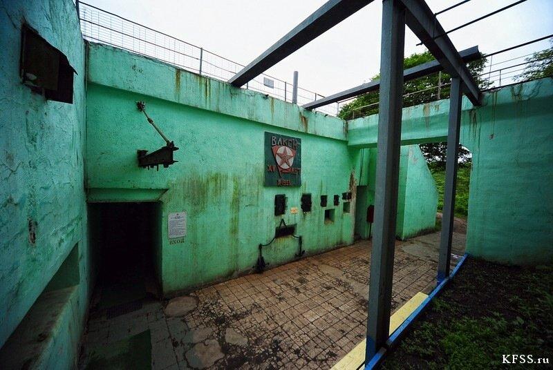 Остров русский, Ворошиловская батарея, вход в подземную музейную часть