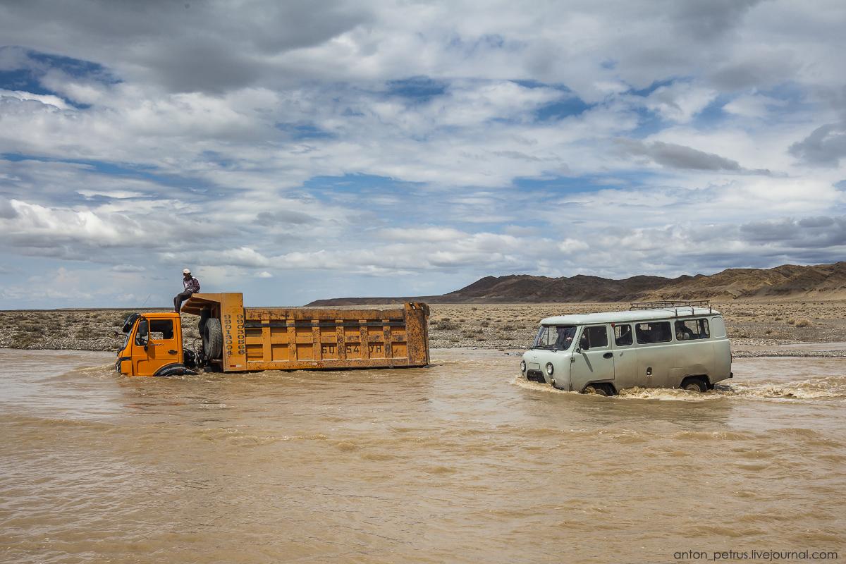 Монголия, часть 6. Из пустыни в горы
