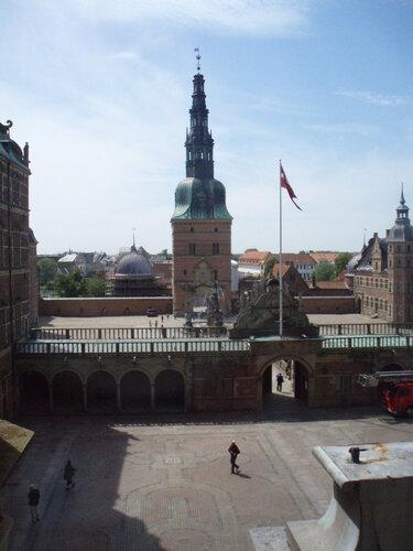 Вид из окон Дворца на внутренние дворы