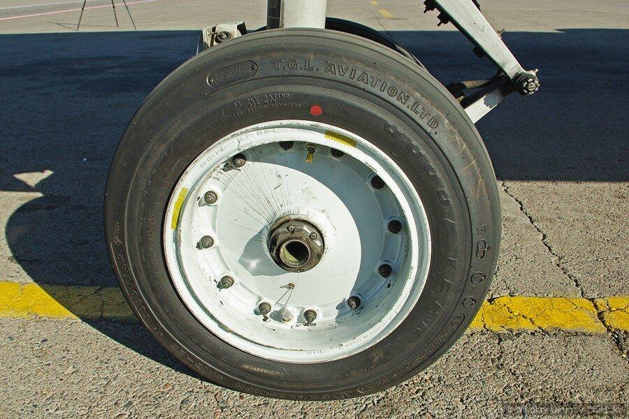 Передняя стойка шасси самолета Боинг 737