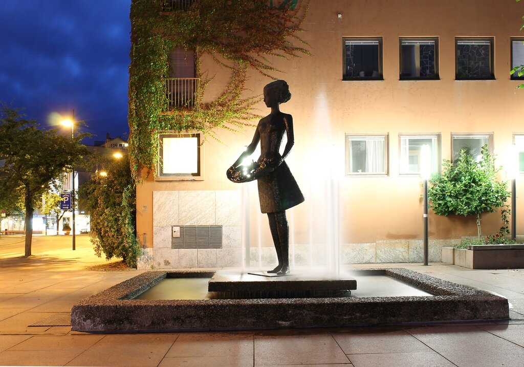 Molde.The Trade square. fountain Girl with roses. Rosepiken. Moldetorget