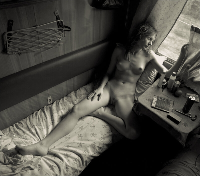 Женщина В Поезде Голая Видео