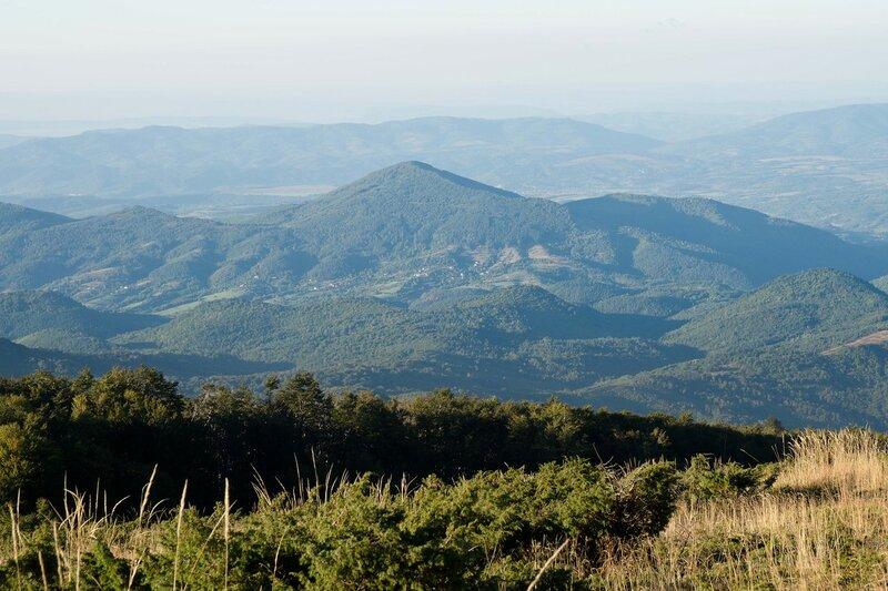 вид с горы Чумерна на Восточный Балканский хребет