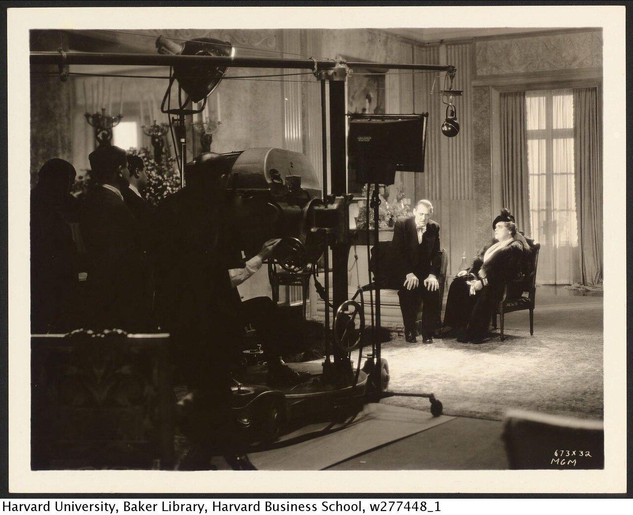 1933. Лайонел Бэрримор и Мэри Дресслер на съемочной площадке фильма «Обед в восемь»
