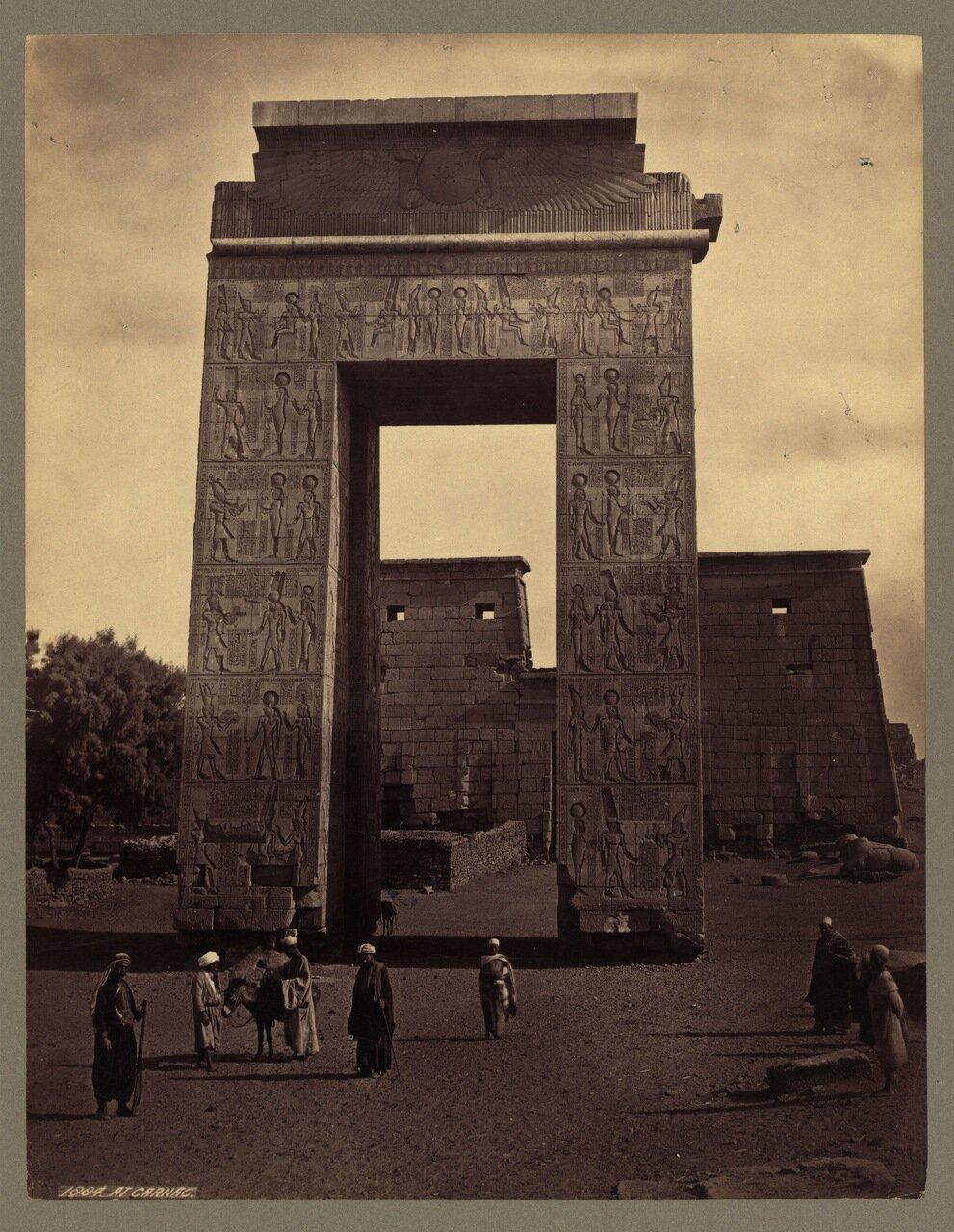Фивы. Карнак. ворота Птолемея III и первый пилон храма бога Хонсу