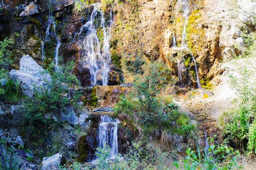 Водопад в карьере Старая Линза (окрестности посёлка Шабровского Свердловской области)
