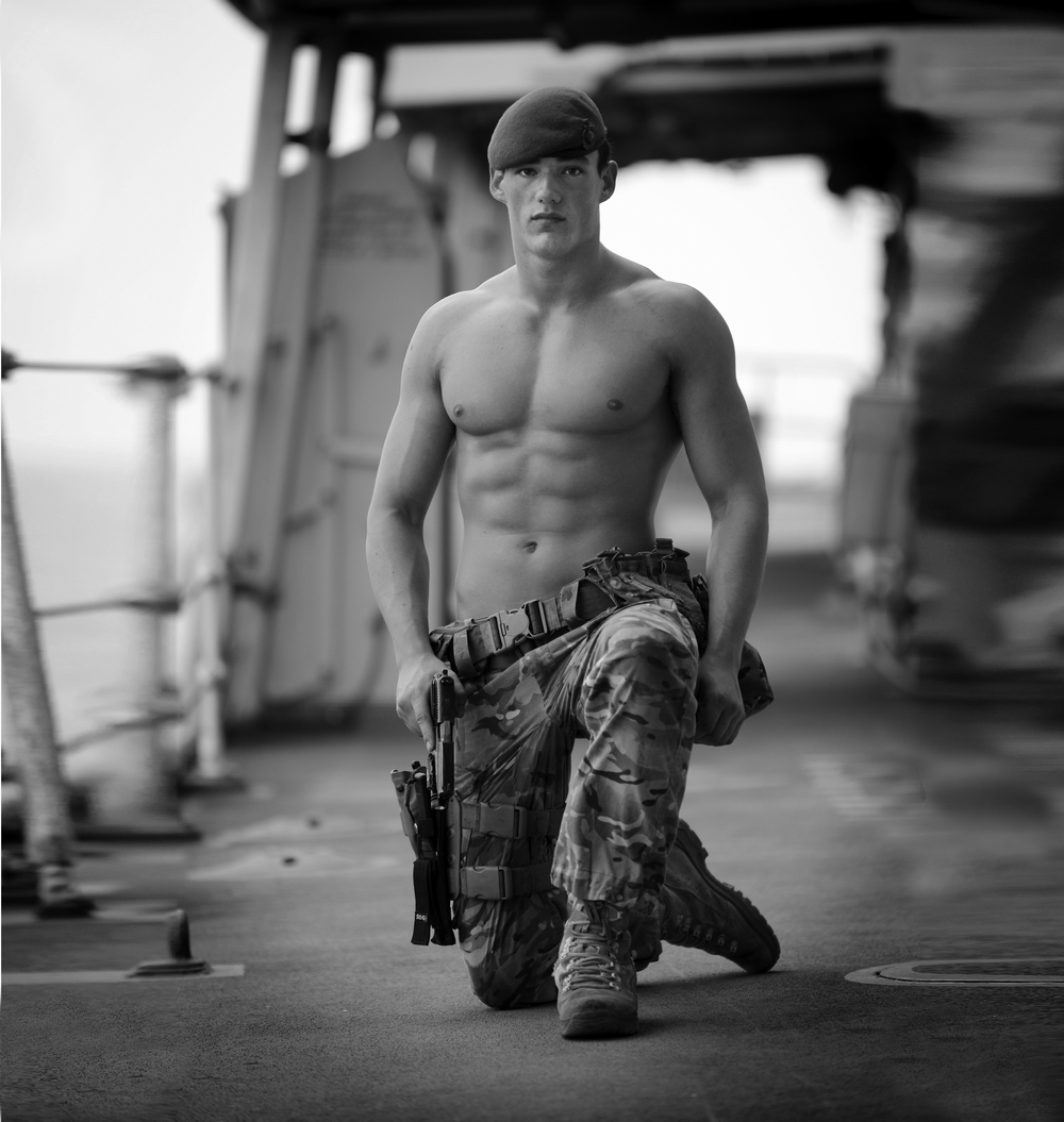 Военный голый