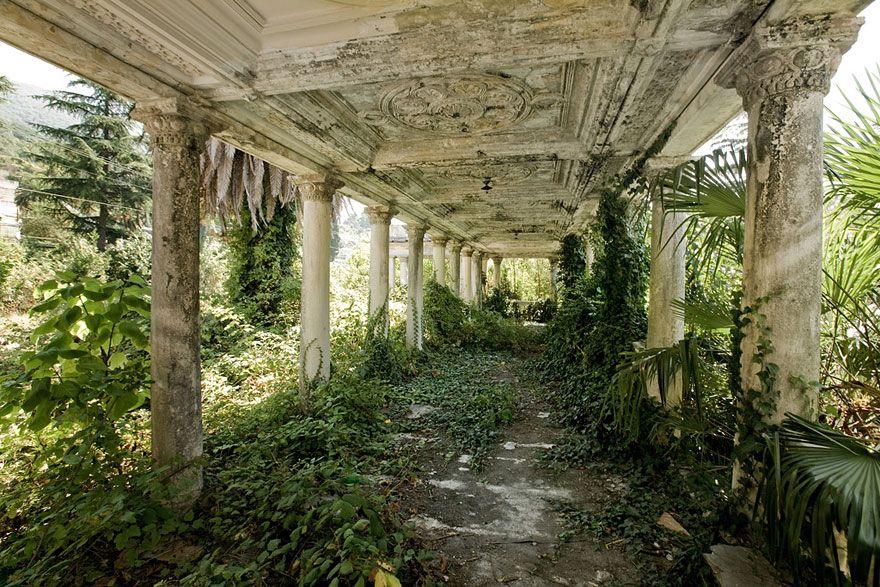 Заброшенные места с жутковатой