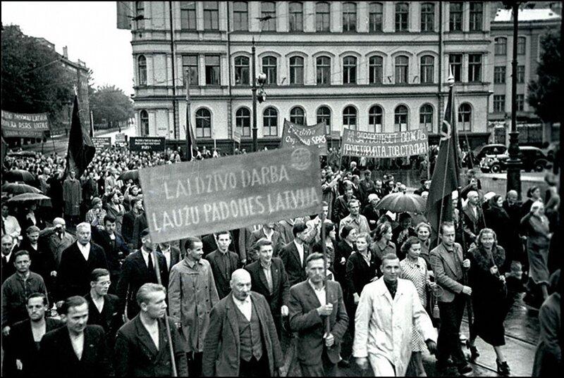 Демонстрация трудящихся г.Риги, посвященная принятию Латвии в состав СССР. Август 1940 г.