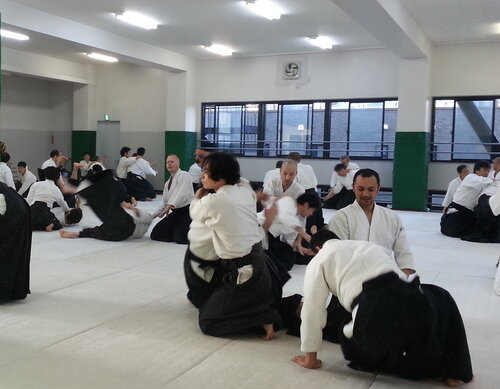 На третьем этаже тренировки часто начинаются с сувари-вадза