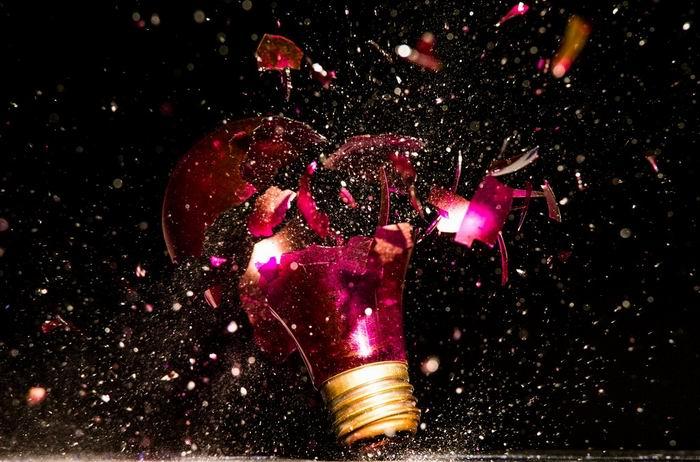 Jon Smith  и проект `Wide Eyed Illuminations`. 27 мирных взрывов