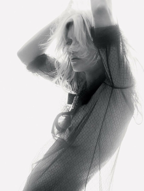 kate-moss-by-david-sims-for-love-magazine-14-fallwinter-2015-4.jpg