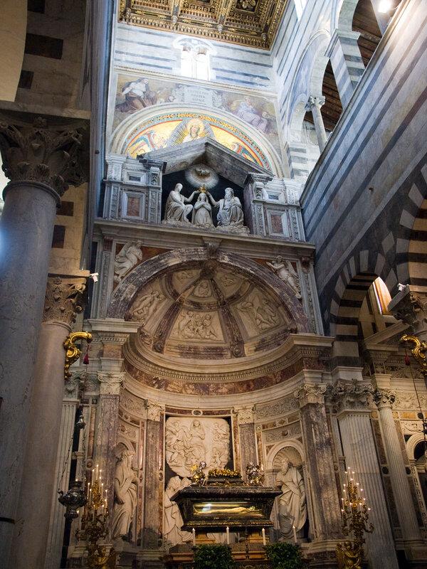 А сам Пизанский собор изнутри выглядит так