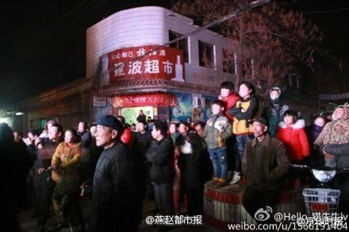 В Китае с 2006 года устраивают стриптиз на похоронах, власти хотят запретить после скандала