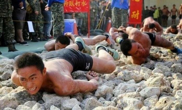 10 сумасшедших тренировок, которые практикуются в армиях разных стран мира
