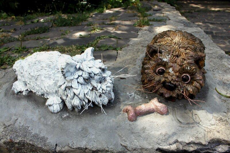 Арт объект Собачки с косточкой