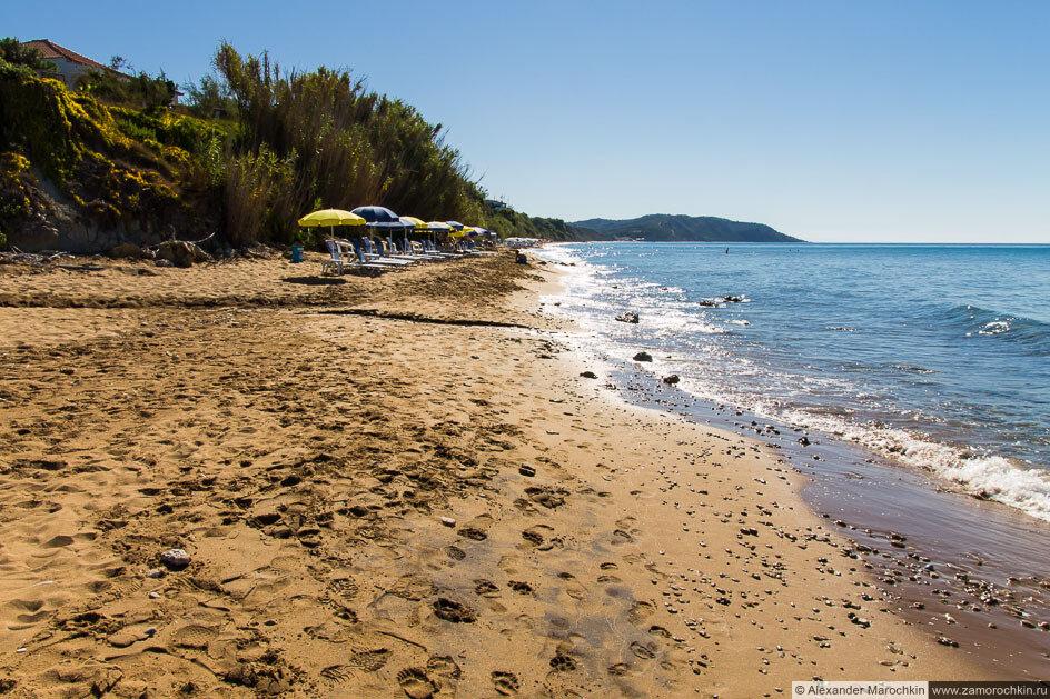 Песчаный пляж в Агиос Георгиос (Корфу)