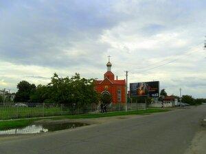 У храма в сентябре