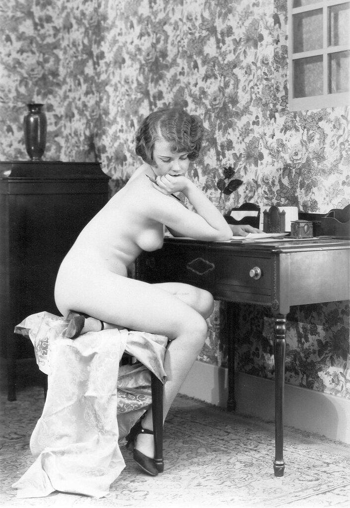 Vintage boudoir nude — photo 2