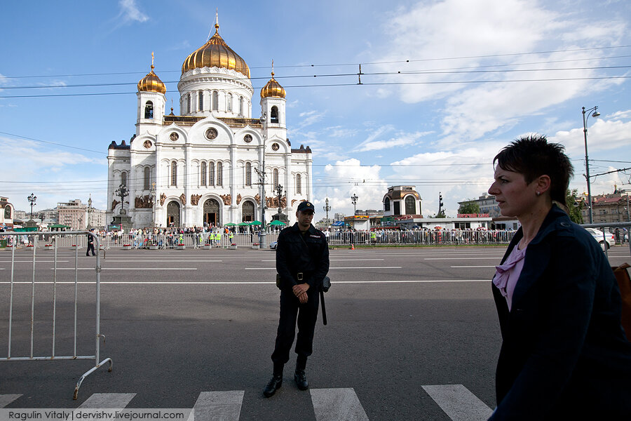 Очередь к кресту Андрея Первозванного