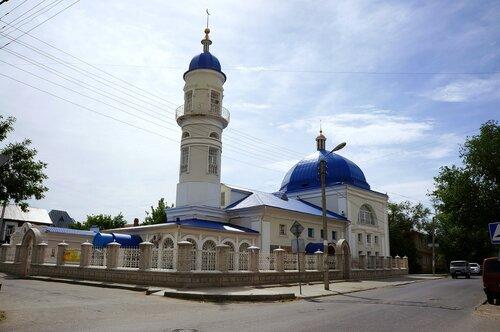 белая мечеть в Астрахани