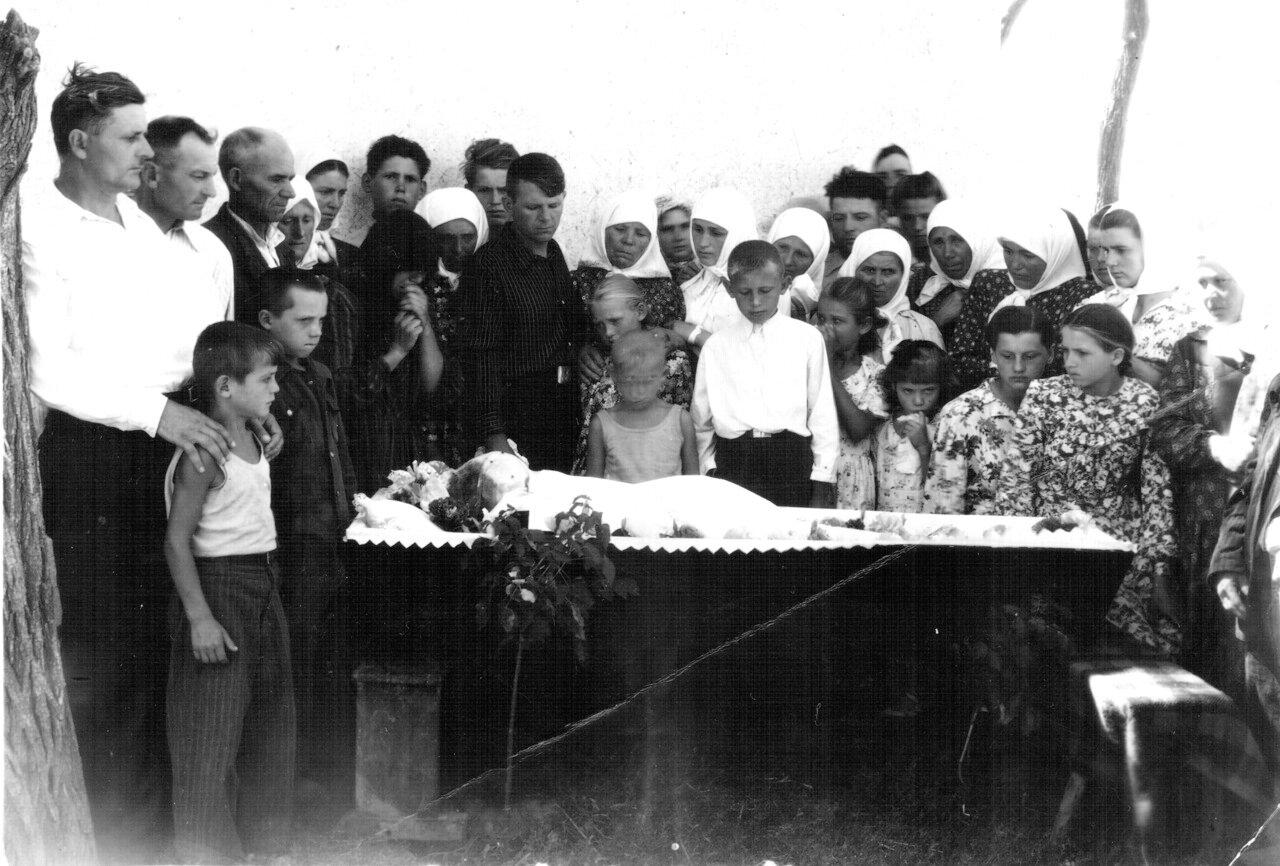Похороны деда Мусія 1954.