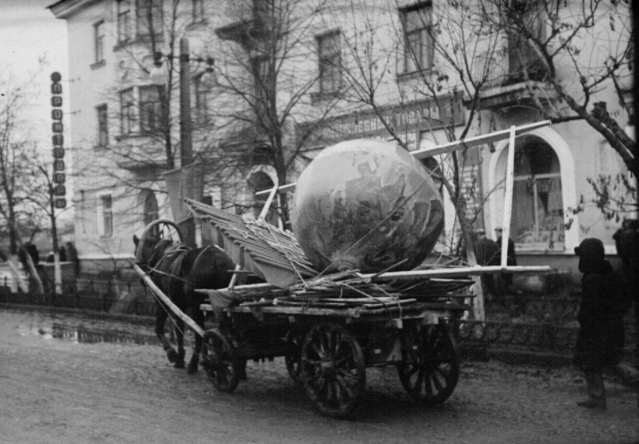 1957. После демонстрации. 7 ноября