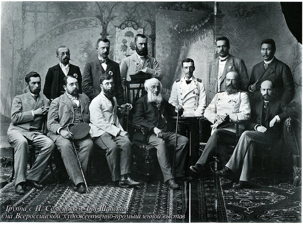 Семенов-Тян-Шанский с группой товарищей на всероссийской выставке в Нижнем