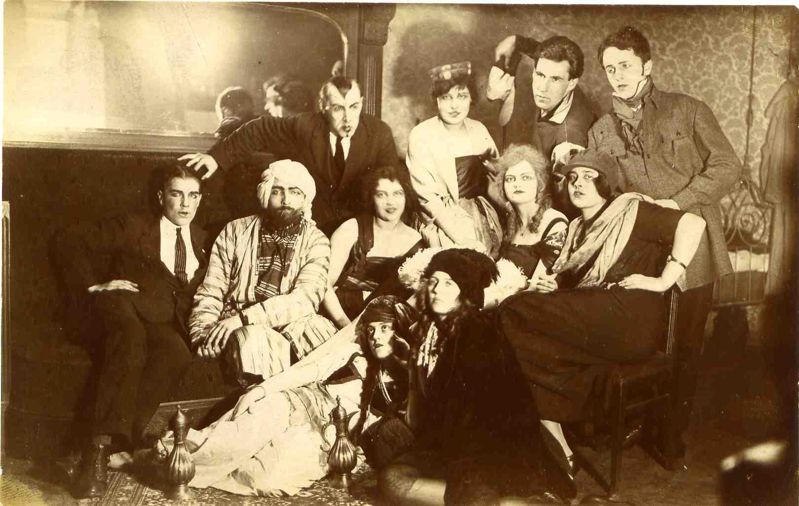 Студенты МГУ в театральных костюмах, 1925