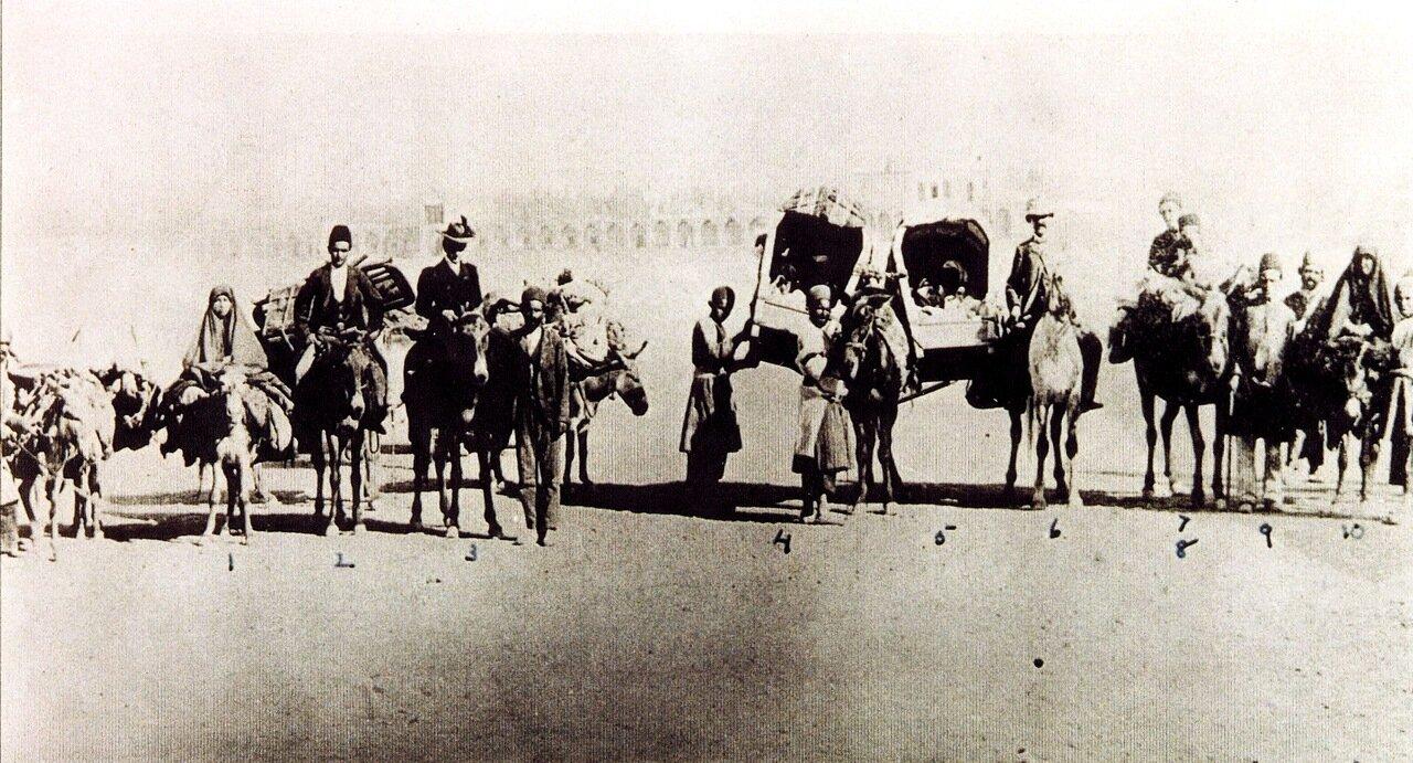 Братьев Хаким по пути в Исфахан, 1900