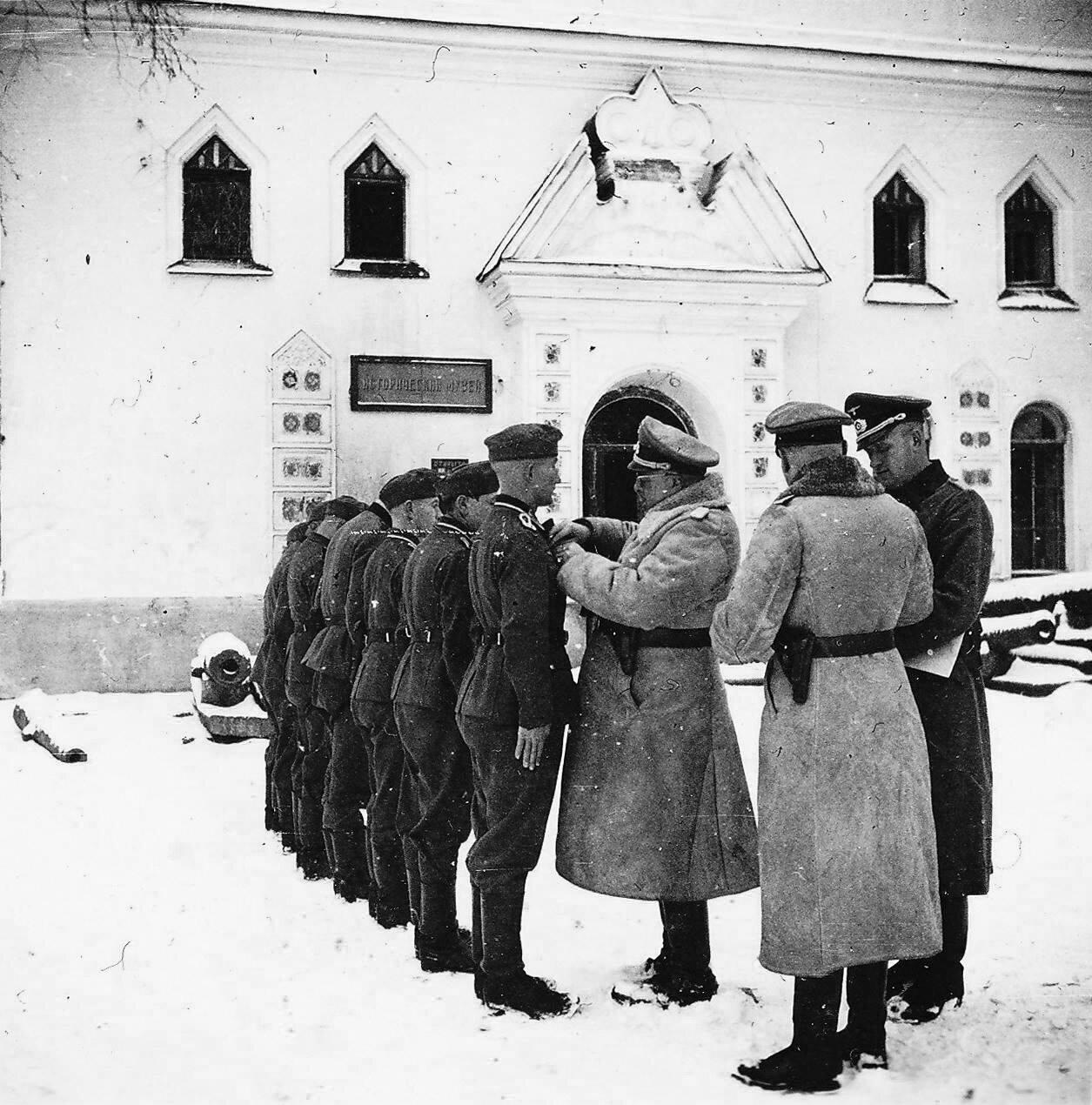 1941. Новгород, награждение немецких солдат
