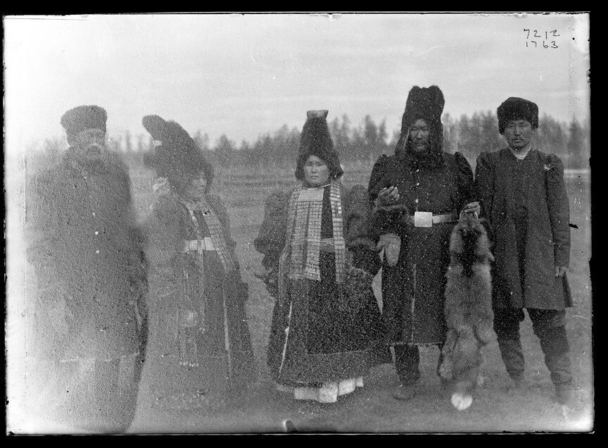 Групповой портрет якутов, 1902